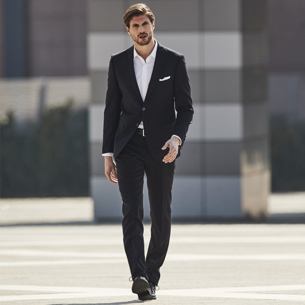 Reporter suit model Cambridge